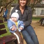 10. Fajnie iść z rodzicami na spacer do parku. Odpoczywam z mamą na ławce podziwiam widoki.