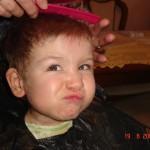 34. Jestem u fryzjera, którym jest…..babcia Gosia. Nie przepadam za tym, ale jaki efekt!!