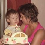 42. MOJE 2 URODZINKI ! Mama pomaga mi dmuchać świeczkę