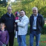 77. zdjęcie w doborowym towarzystwie, po lewej Pan Prezydent Gdańska i moja kuzynka Ola, po prawej Pan Dyrektor Oliwskiego ZOO, a w środku ja z tatą