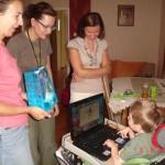 81. Świętowanie i przyjmowanie prezentów na swoje trzecie rodzinki zacząłem dzień wcześniej. Na zdjęciu od lewej Kasia, dr Ania i nowo poznana Asia